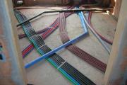 Stesura ordinata di tubi per passaggio fili